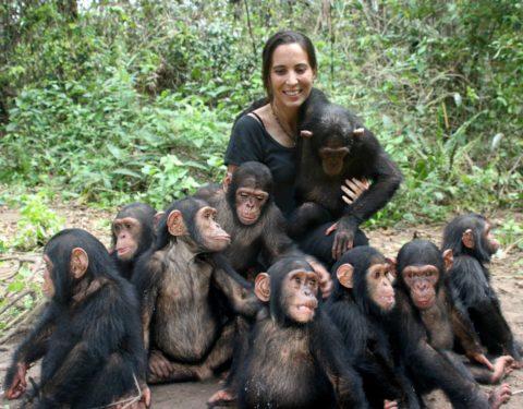 Rebeca Atienza con chimpacés